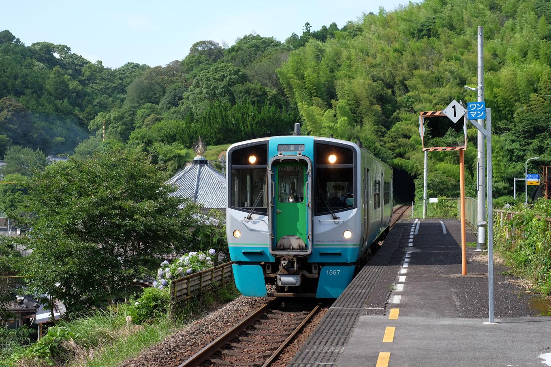 普通列車の海部行き 4549D。