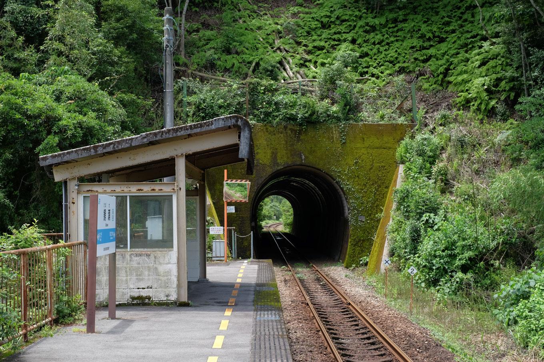 鯖瀬駅ホーム。