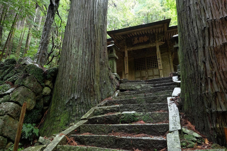 泰仙寺の本堂。