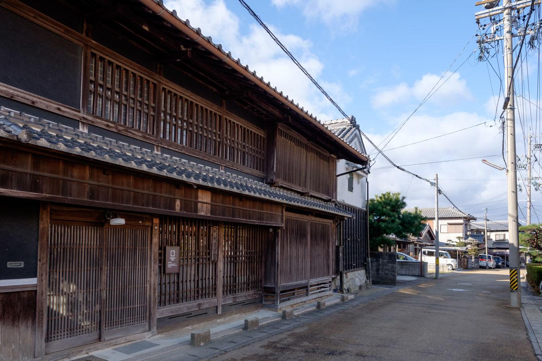 格子の美しい旧館家住宅。