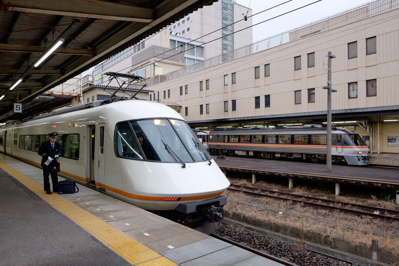 津駅の近鉄ホーム。