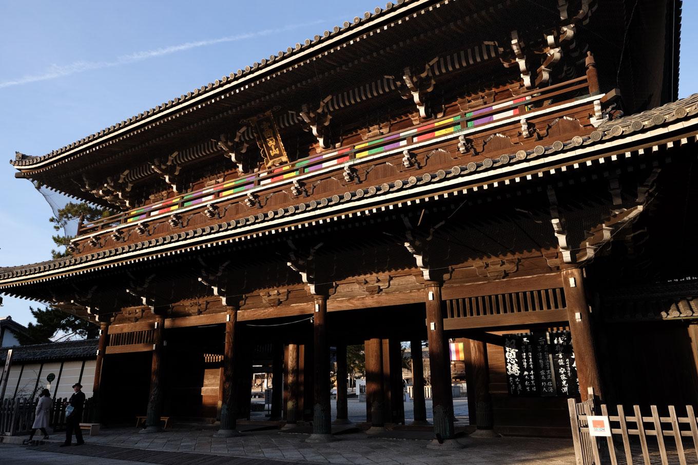 専修寺の山門。