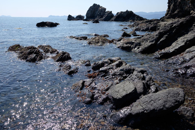 北の脇海岸の外れにある岩場。