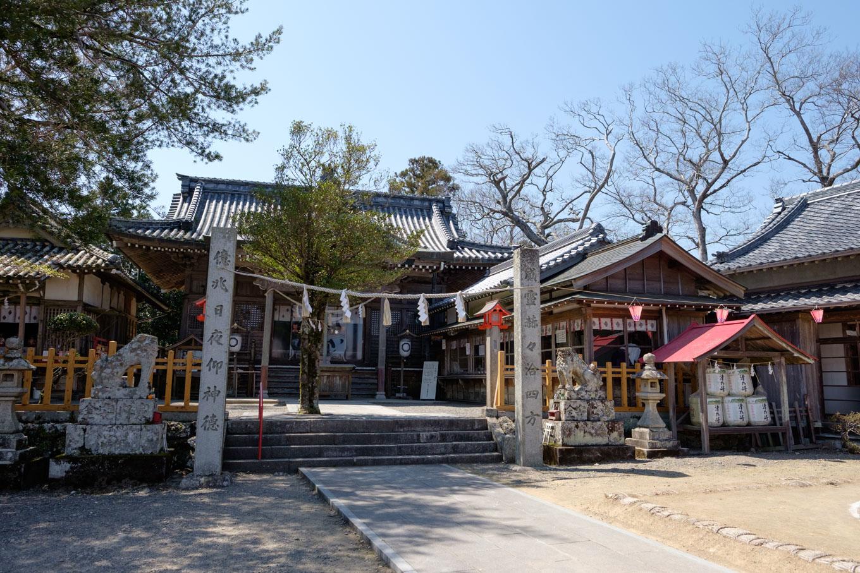 津峯神社の拝殿。