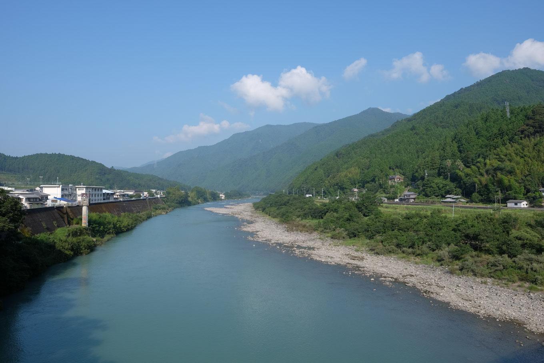那賀町を流れる那賀川。