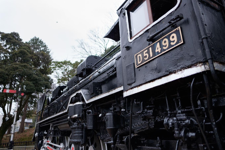 津偕楽公園に展示された蒸気機関車(D51 499)。