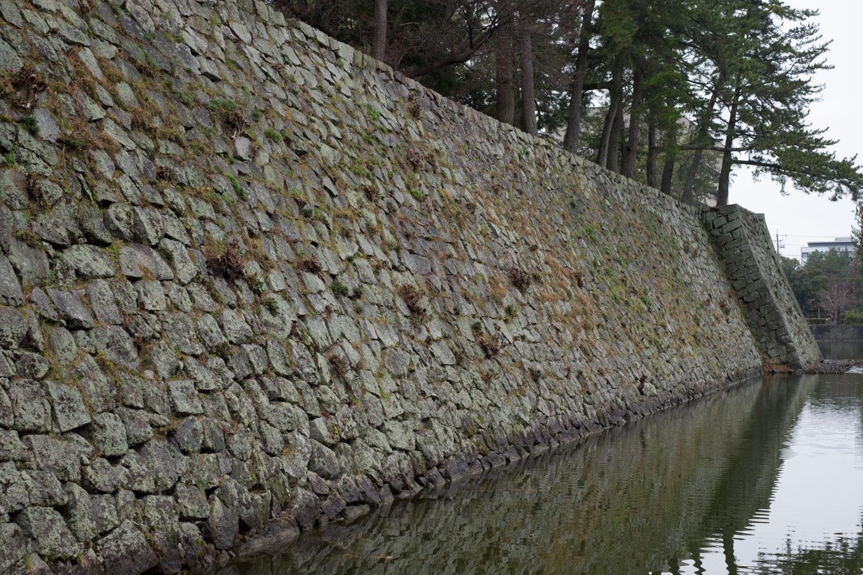 津城跡の本丸石垣。