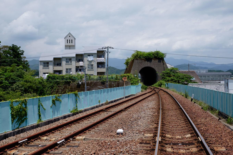 徳島側に口を開ける山のないトンネル。